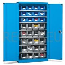 Kovová skříň s křídlovými dveřmi a policemi včetně plastových zásobníků