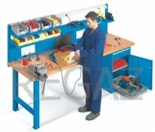 Pracovní stůl univerzální š.2500mm se zadním panelem