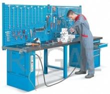 Pracovní stůl univerzální š.3000mm se zadním panelem