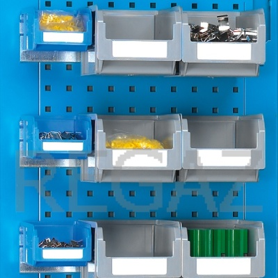 Lišta pro uchycení zásobníků na perfrovaný panel
